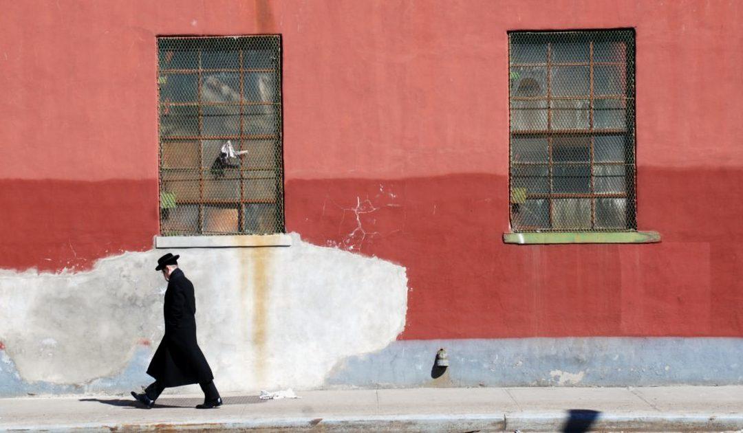 Líder de seita judia ultra-ortodoxa acusado de raptar duas crianças