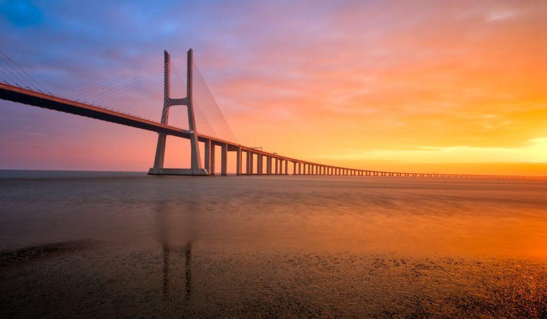 JMJ em Lisboa com vista para o Tejo e a ponte Vasco da Gama