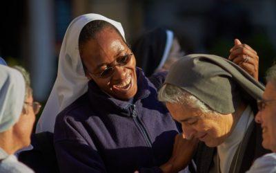 Revista de mulheres do Vaticano denuncia abuso de freiras por padres
