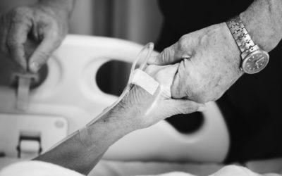 Sondagem: 40% dos belgas aceitam fim dos tratamentos caros para pessoas com mais de 85 anos