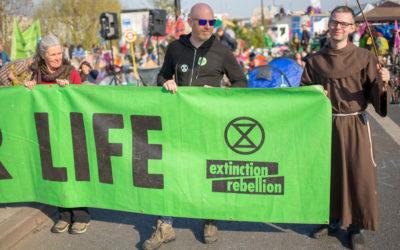 Cristãos dispostos a ser presos pelo clima na Rebelião da Extinção