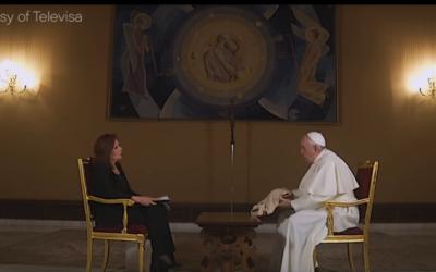 """O Papa, a camisa de Rocío e o Vaticano, """"última corte de uma monarquia absoluta"""""""