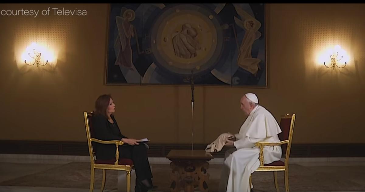"""Resultado de imagem para O Papa, a camisa de Rocío e o Vaticano, """"última corte de uma monarquia absoluta"""""""