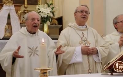 Probo Vaccarini, padre centenário, viúvo, com quatro filhos que também são padres