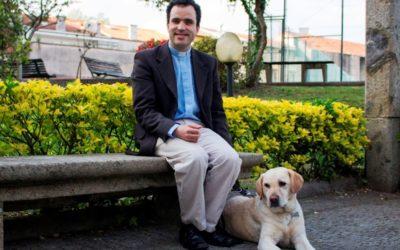 Tiago Varanda, o primeiro padre cego português, quer privilegiar o sentido da escuta