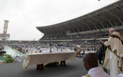 Papa deixa Moçambique: pela reconciliação, contra a corrupção e o regresso às armas