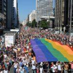 """Padre enfrenta inquérito por comentários """"homofóbicos"""""""
