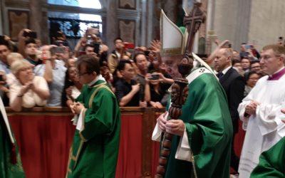 A surpresa do báculo do Papa Francisco, oferecido pelo bispo dom Merkel