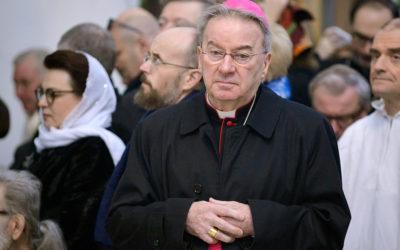 Ex-núncio em Paris condenado por agressão sexual