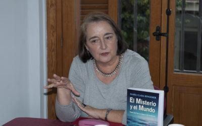 Clara Bingemer, teóloga da mística de olhos abertos, no simpósio dos 50 anos da Faculdade de Teologia