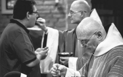 Padre de Lisboa dá a comunhão na boca, contrariando recomendação dos bispos e autoridades de saúde