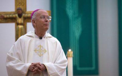 Bispo de El Paso pede libertação de imigrantes não-violentos