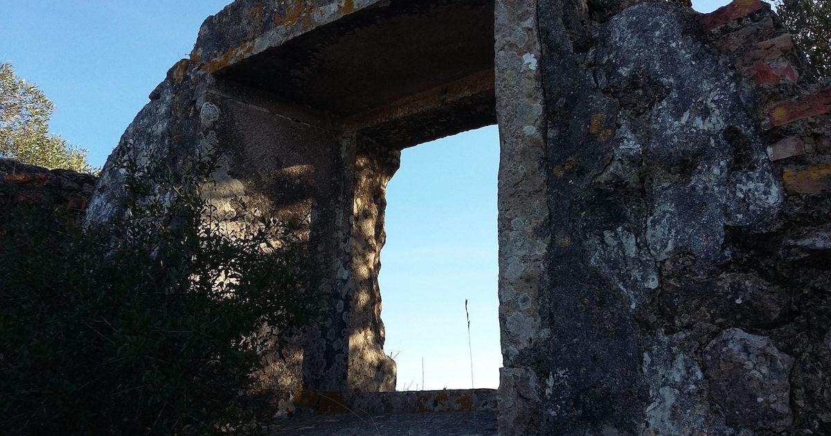 Ruínas do ermitério de São Romão, em Sintra