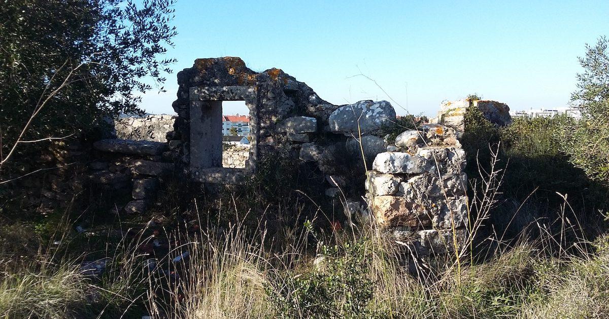 Ruínas do ermitério de São Romão, em Sintra.