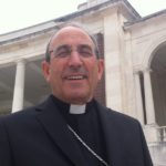 "Luta contra novos pobres é ""desígnio nacional"", diz cardeal Martoem Fátima"