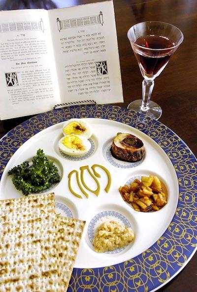 Prato de Seder, ceia de Pessah.