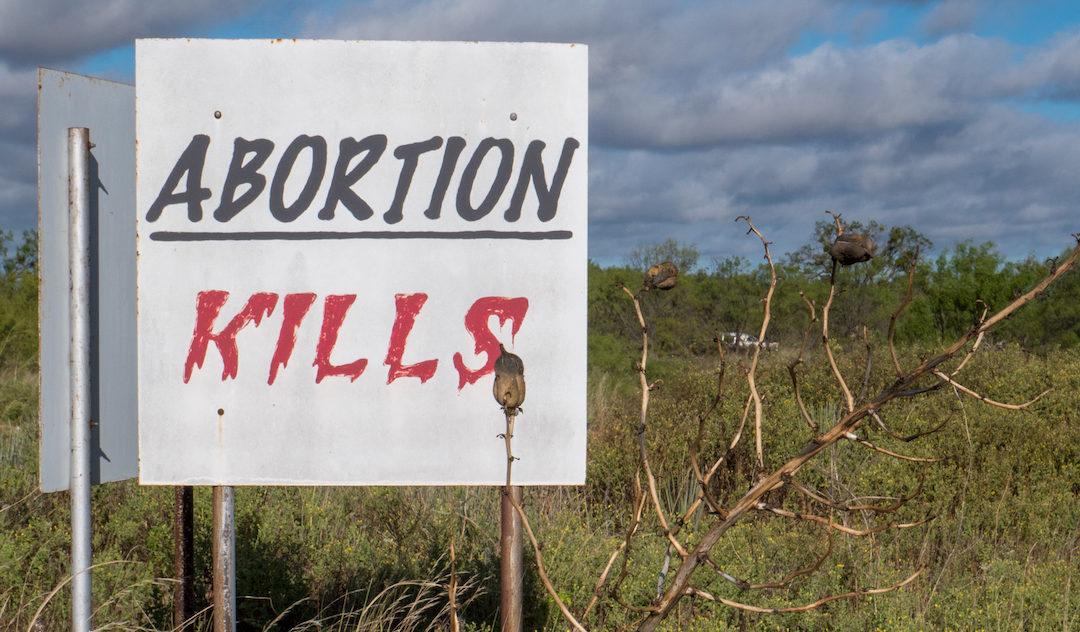 Protestos no Reino Unido contra legalização de abortos químicos em casa durante o período de pandemia