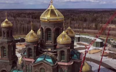 Rússia: Retratos de Putin e Estaline decoram nova igreja ortodoxa, entre anjos e santos