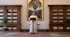 O Papa Francisco rezou por todas as mulheres na linha da frente do combate contra a pandemia de covid-19. © Vatican News