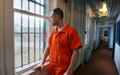 Padre canadiano voluntaria-se para viver na prisão durante a pandemia