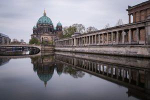 Catedral de Berlim, reflexo no rio Spree