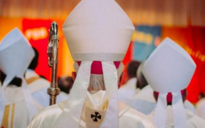 A monja de 95 anos que lançou uma campanha para acabar com as mitras dos bispos