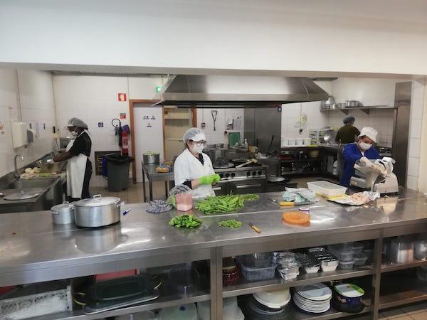CLIB (Colégio Luso-Internacional de Braga). Acção de refeições solidárias na pandemia.