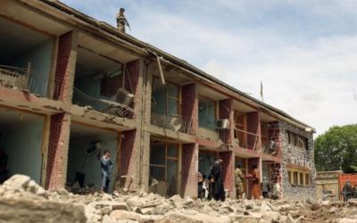 """Atentados no Afeganistão são um """"sério revés"""" no processo de paz"""