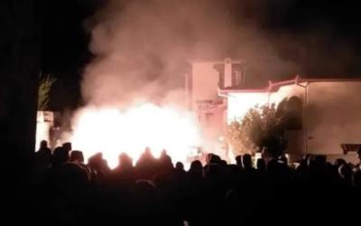 Grécia: Manifestantes incendeiam hotel para impedir acolhimento de refugiados