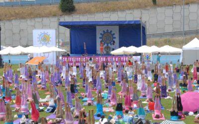 Dia Internacional do Yoga celebrado com transmissão vídeo para todo o país