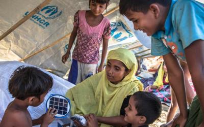 Perto de 100 refugiados rohingya resgatados no mar, 500 estarão ainda à deriva