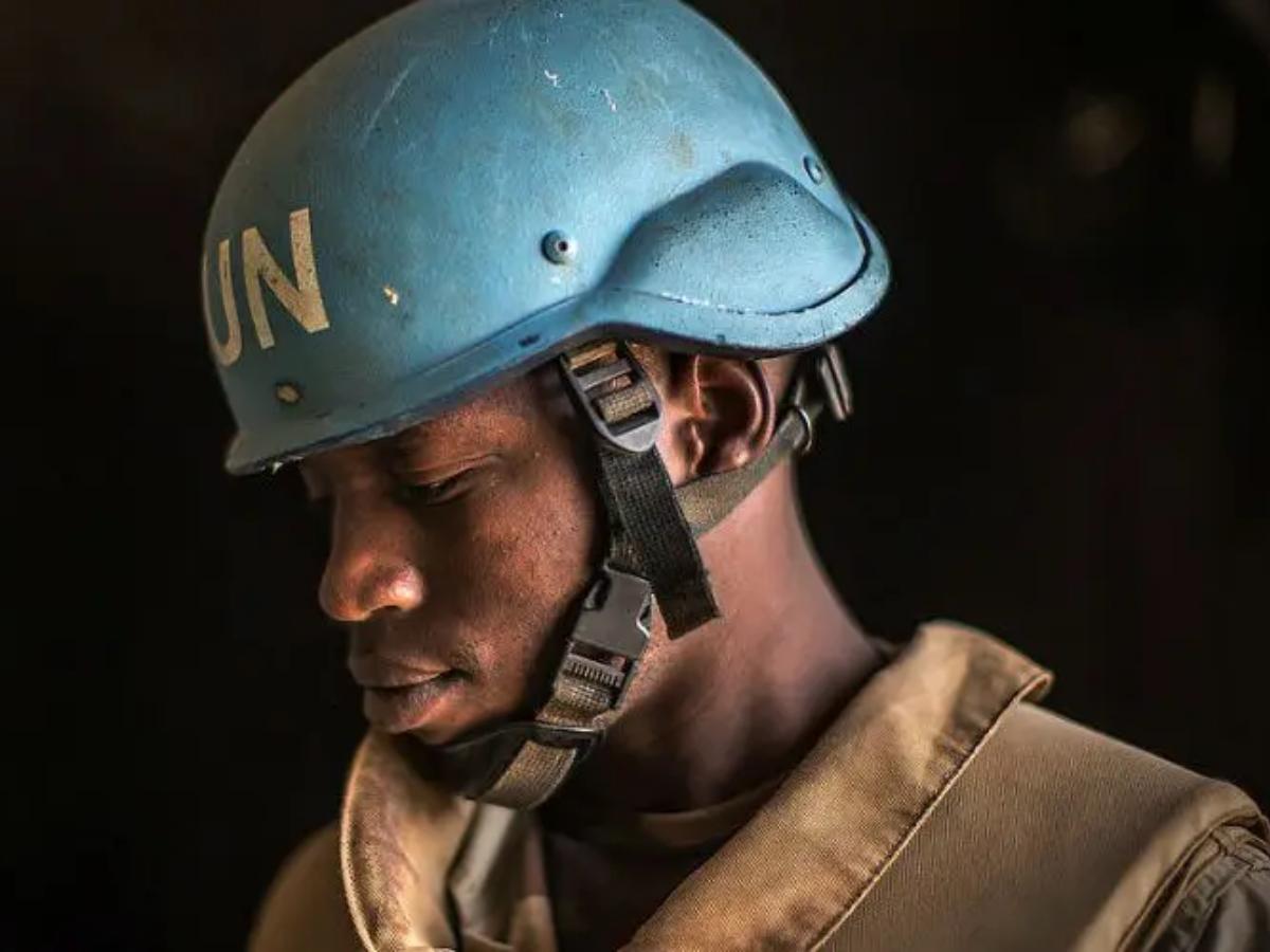 Cópia de Um soldado de paz da Missão Multidimensional Integrada para Estabilização das Nações Unidas do Mali (MINUSMA), em patrulha na cidade de Timbuktu, no Mali. Foto_ ONU _ Harandane Dicko