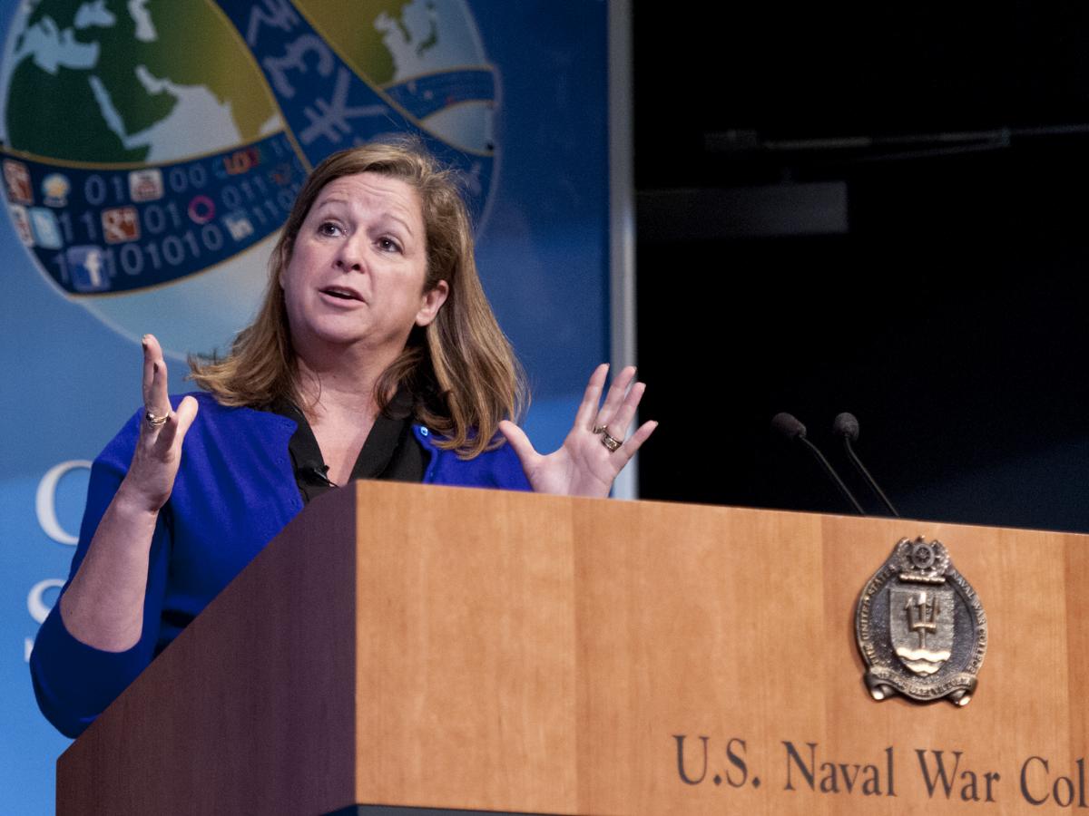 abigail disney, Foto US Navy_Eric Dietrich