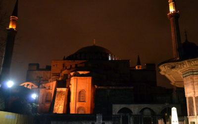 Dor, perda, insulto, violação: as reações à transformação de Santa Sofia em mesquita