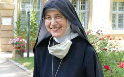 Abadessa beneditina recusa pagar multa por acolher refugiados e arrisca julgamento