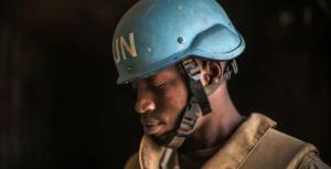 Um soldado de paz da Missão Multidimensional Integrada para Estabilização das Nações Unidas do Mali (MINUSMA), em patrulha na cidade de Timbuktu, no Mali. Foto_ ONU _ Harandane Dicko