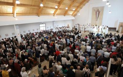O Vaticano pede paróquias missionárias, mas insiste na norma jurídica e na predominância do padre