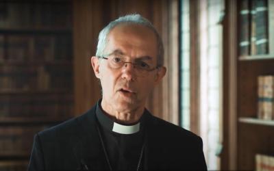 Relatório conta 390 clérigos anglicanos condenados em oito décadas e pede mais medidas à Igreja de Inglaterra