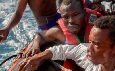 Pelo menos 45 mortos no pior naufrágio deste ano na costa da Líbia (e mais dez nas Canárias)