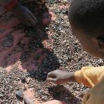 Os jovens explorados e mortos no Congo para que possamos ter telemóveis e computadores