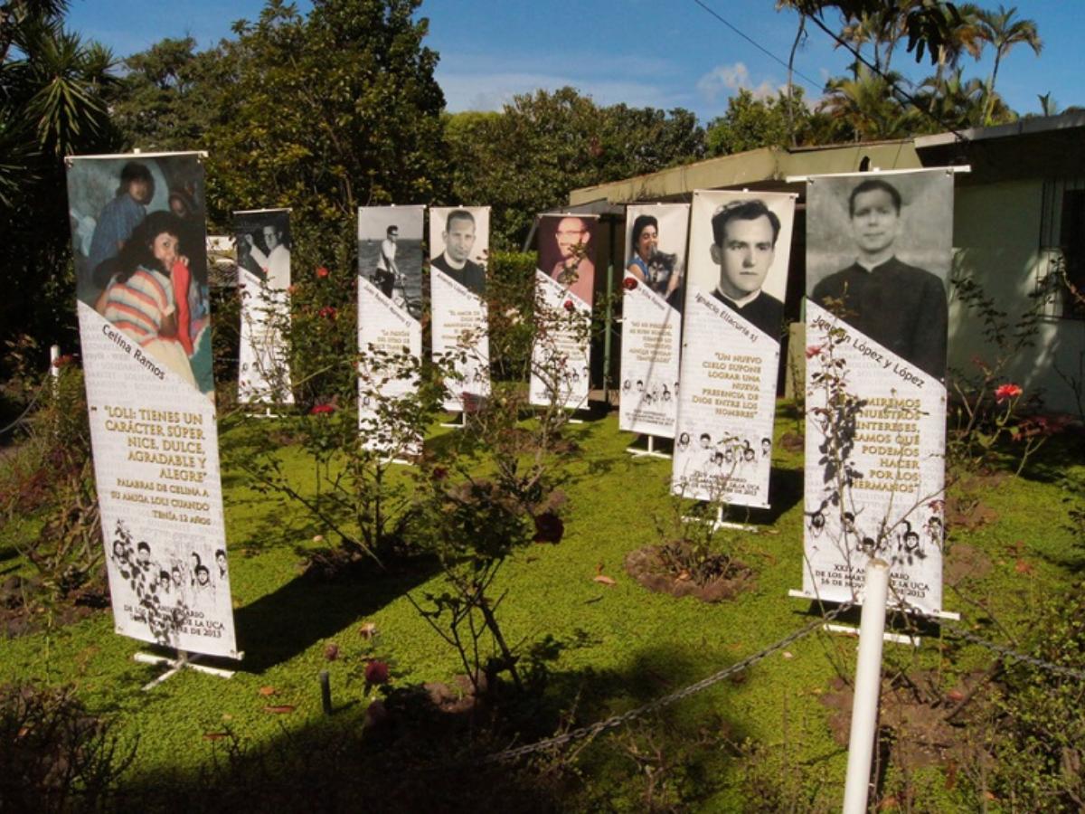 Na Universidade Centro-Americana, 'O jardim das rosas' recorda o lugar onde aconteceu os assassinatos (Centro Monsenor Romero)