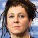 Polónia: Nobel da Literatura recusa receber homenagem juntamente com bispo anti-LGBT