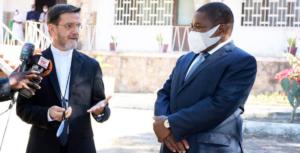 bispo pemba com presidente Filipe Nyusi, foto FB presidente