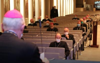 """Bispos católicos polacos querem centros para os homossexuais recuperarem a """"orientação sexual natural"""""""