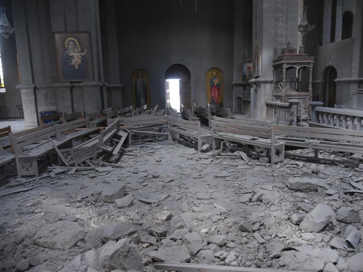 O míssil que atingiu a catedral de Choucha provocou inúmeros estragos.© EPA / Davit Ghahramanyan / Ministério dos Negócios Estrangeiros da Arménia