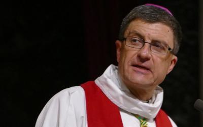 Bispos franceses e britânicos contestam encerramento de igrejas