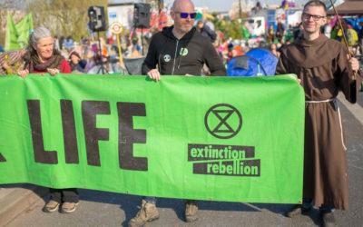 Líderes religiosos escrevem a Boris Johnson a pedir plano ambicioso contra o aquecimento global
