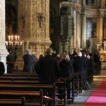 """Cardeal Tolentino evoca """"um caixão com a forma de Portugal"""" e Lídia Jorge fala do """"menino de 15 anos oferecido ao futuro"""" nas exéquias de Eduardo Lourenço"""