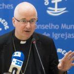 Bispo suíço pretende reduzir o número de padres para metade
