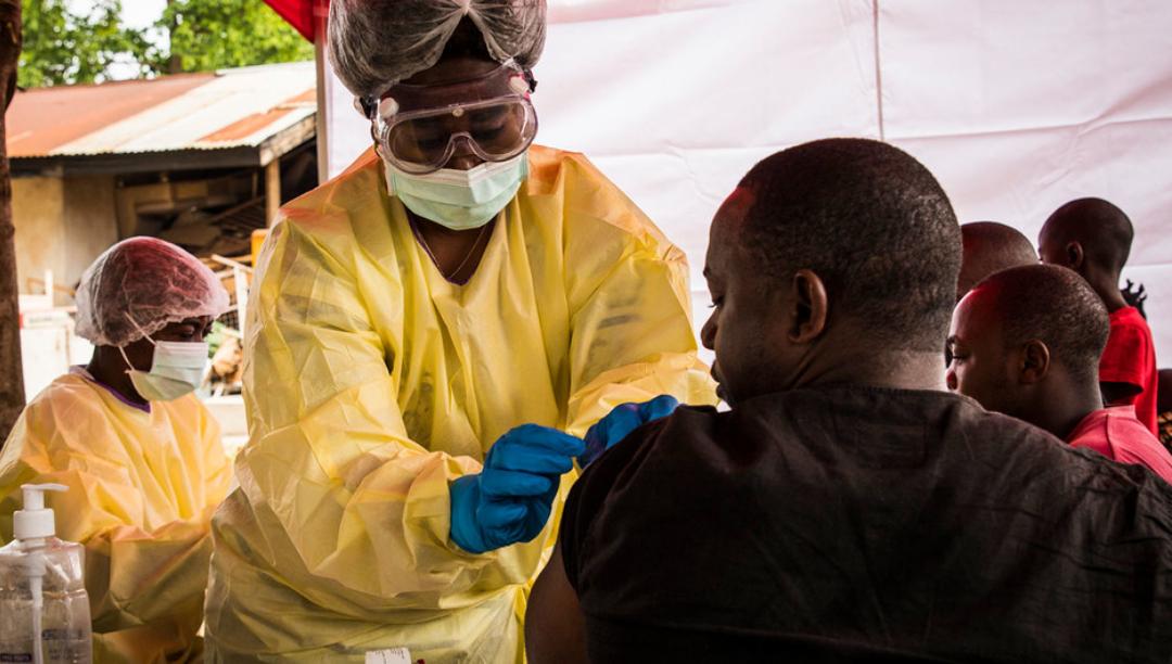 Organizações internacionais criam reserva global de vacinas contra o ébola